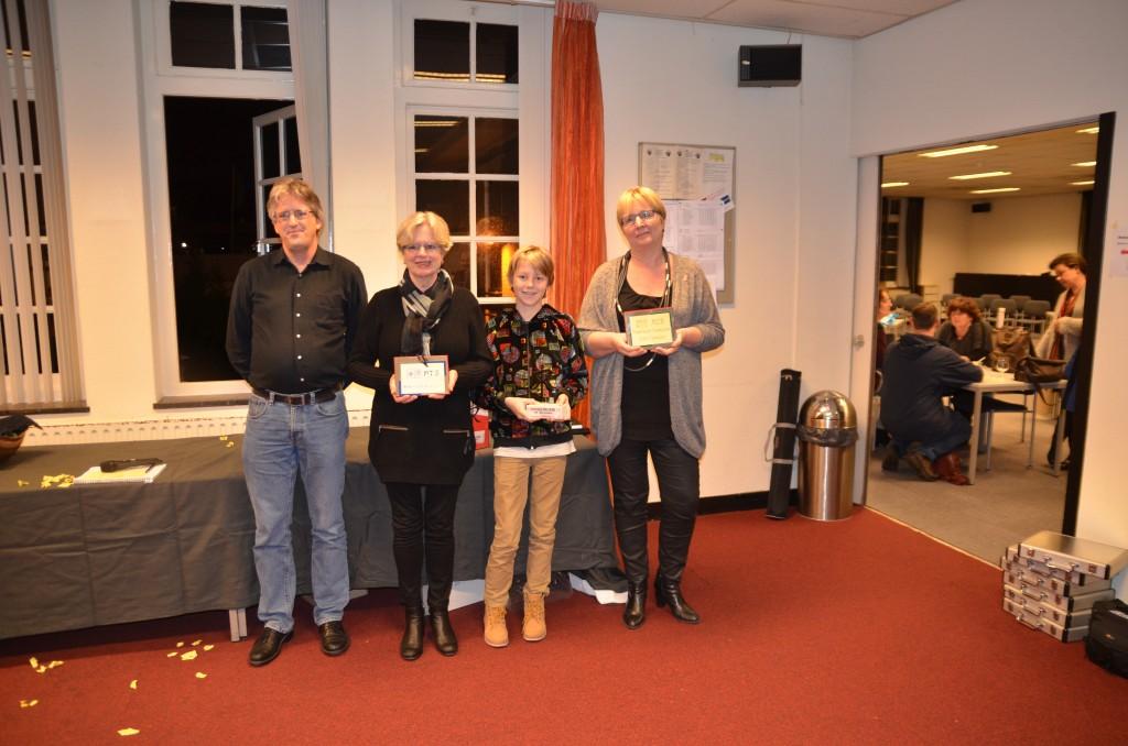 Drie Nederlands Kampioenen: Ria Rep, Luuk van Balkum en Eveline Broers (links voorzitter Anton Kösters).